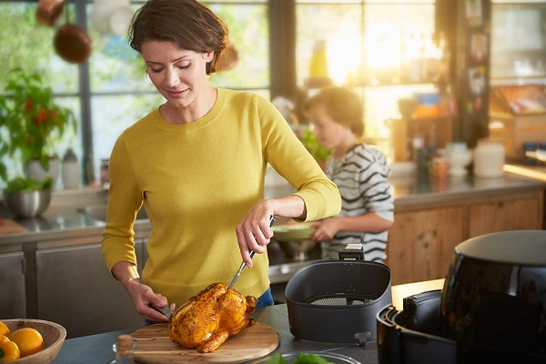 Philips HD9654 Airfryer Advance XXL can grill a whole chicken or 2 bags of fries!